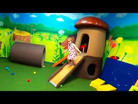 Kinder Innenspielplatz komisches Spiel