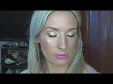 Gold Eyes Hot Pink Lips thumbnail