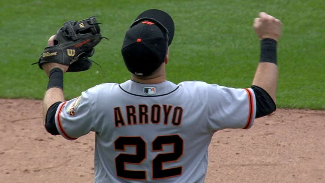Giants survive wild 9th, win in 10th at Milwaukee