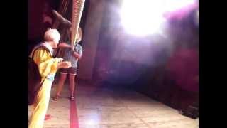 Выступление Куклачёва. Видео со СЦЕНЫ(Сижу, снимаю, подходит Куклачев и говорит: А ну-ка, пойдем со мной! =) JOIN QUIZGROUP PARTNER PROGRAM: http://join.quizgroup.com/?ref=621965., 2012-07-24T20:32:40.000Z)