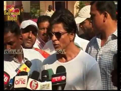 Shah Rukh Khan at Polling Booth for Maharashtra Vidhan Sabha Elections 2014