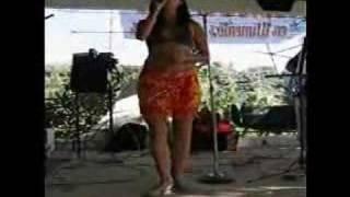En pleno show, Bailando y cantando Amor de mis Amores, en Vista Her...