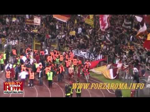 Totti pollice verso e festeggiamenti derby Lazio-Roma 1-2 del 18/04/2010