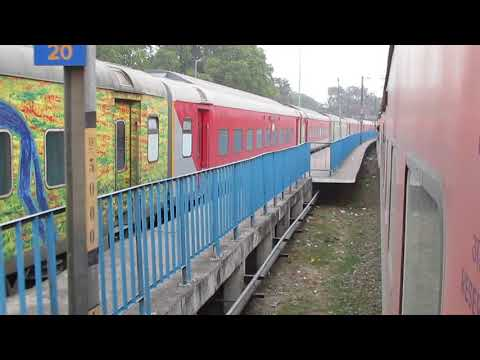 12436 Dibrugarh Town RAJDHANI Express arriving at LUCKNOW CHARBAGH!