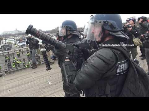 Acte VIII Affrontement sur la Passerelle Léopold Sédar Senghor. Paris /France - 05 Janvier 2019