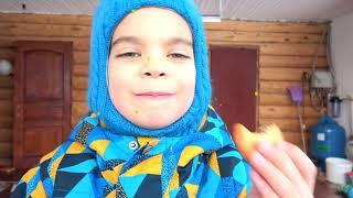 Малыш на тракторе вытаскивает полицейскую машину из снега