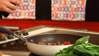 Теплый салат из говядины и овощей