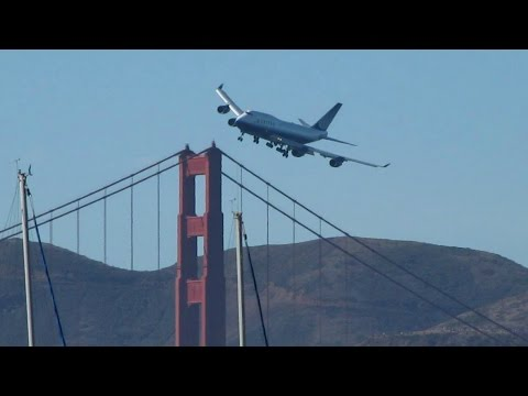 United Boeing 747 Dramatic Low Pass Over Golden Gate, San Francisco Fleet Week 2010