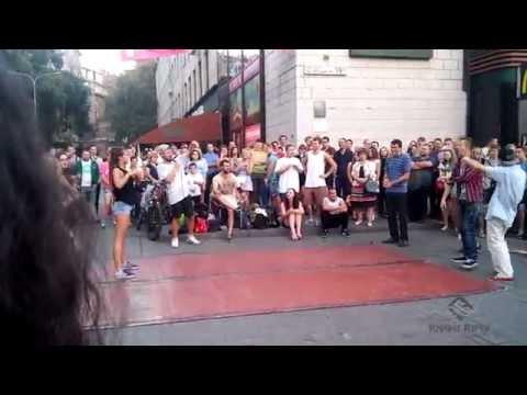 Видео: Танцевальные батлы Крещатика, Вечерний Киев часть 2 - Dance Battles Khreshchatyk, Kiev Evening part2