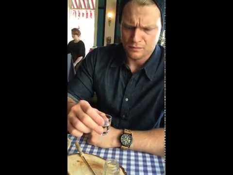 American tries Icelandic Hákarl (fermented shark) for the first time in Reykjavik
