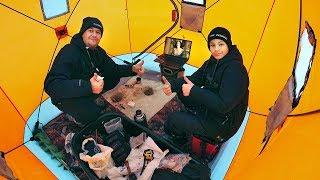 Зимняя рыбалка в палатке с комфортом Ловим леща с Глебусом смотрим кино полный кайф и отдых