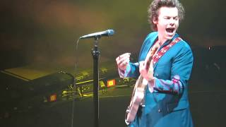 Video Harry Styles 'Stockholm Syndrome' Live at MSG 06/22/18 download MP3, 3GP, MP4, WEBM, AVI, FLV September 2018