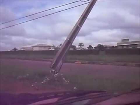 Montagem - Poste (quero que aquele poste caia em cima da gente)