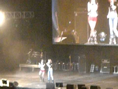 Tik Tok- Krystal And Jessica Jung SMTOWN'10 In LA