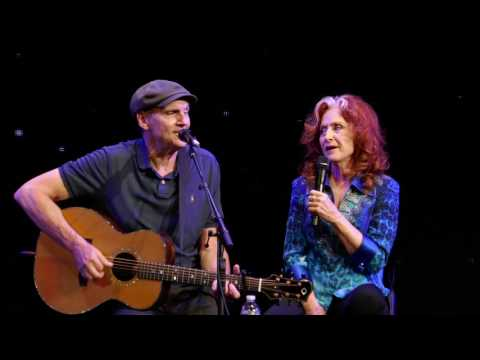 James Taylor - You Can Close Your Eyes (w/Bonnie Raitt) - Newark 07-06-2017