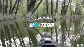 In canoa nel bosco sommerso sul Lago di Barrea nel Parco d'Abruzzo
