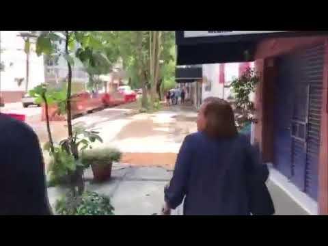 """Al grito de """"MALDITO ASESINO"""" escrachean a Jorge Rodriguez en Mexico (Incluyendo a los hijos)"""