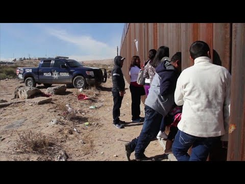 Mexico/US: 'Dreamers' and their relatives reunite at border wall