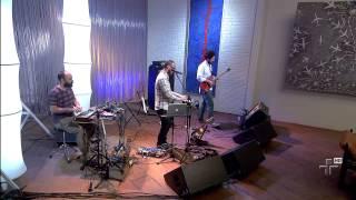 "Lucas Santtana canta ""Funk dos Bromânticos"""