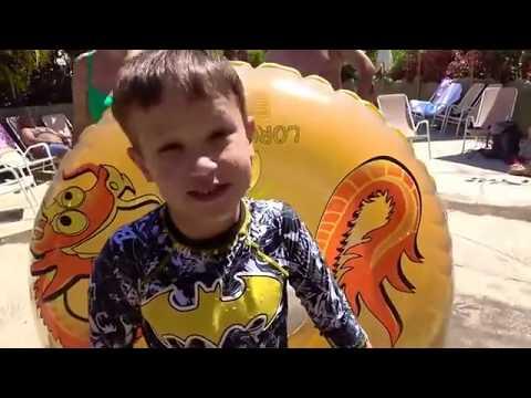 Богатый ребенок в самом лучшем аквапарке МИРА