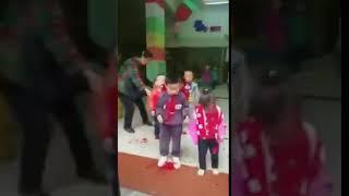 重庆市巴南区儿童被砍行凶者被控制时警察还没有来保安以及群众问他为什么这么做她说政府对她不公平目前政府官方回应是此人有精神病