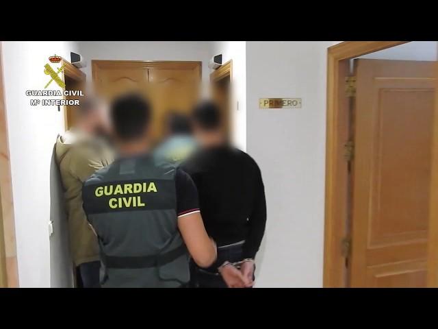 Detienen a tres personas como autores de 30 robos en viviendas en Ourense y A Coruña