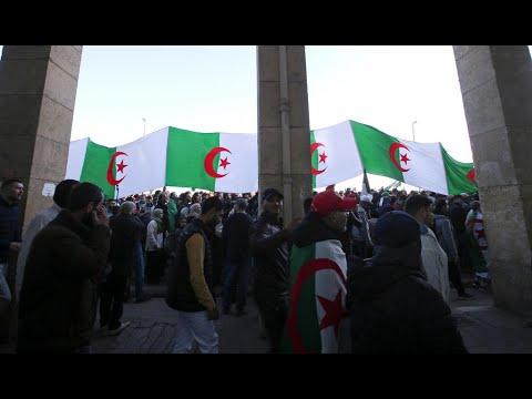 الجزائريون يتظاهرون في الجمعة الـ48 من الحراك للمطالبة بدولة -حرة وديمقراطية-  - 22:59-2020 / 1 / 17