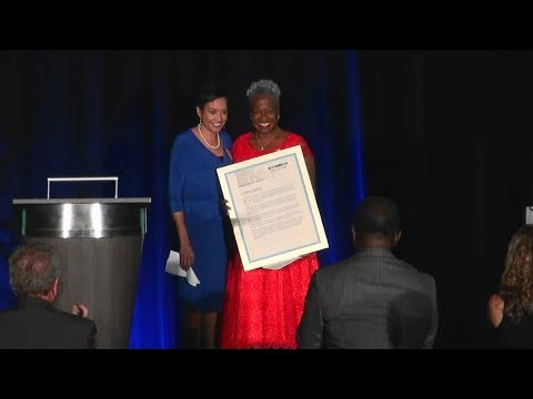 Cynthia Tucker Haynes inducted into The Atlanta Press Club Hall of Fame 10/10/17