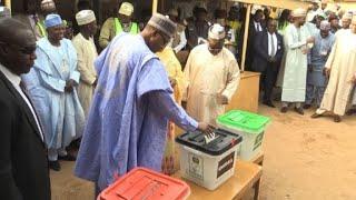 Nigeria: incumbent President Buhari casts his vote in Daura