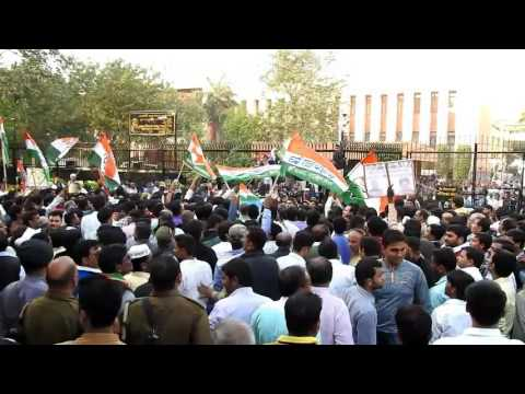 congress workers protest at the rbi office in kanpur