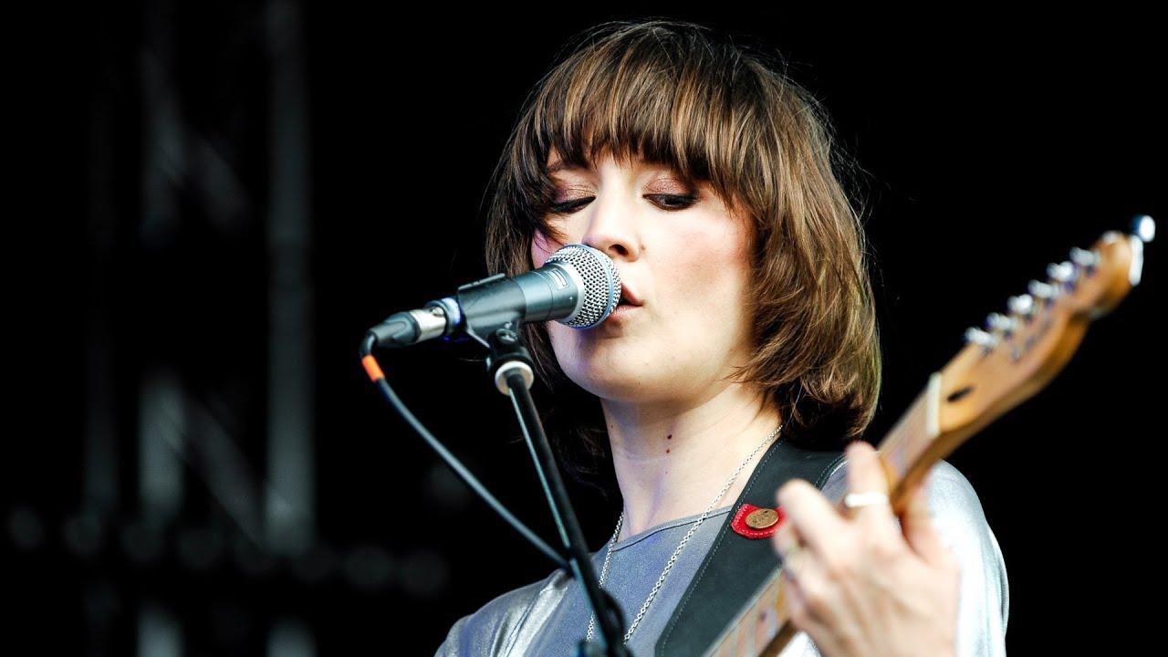 cate-le-bon-sisters-at-glastonbury-2014-bbc