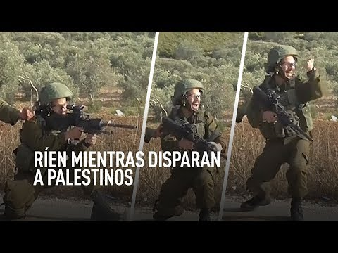 Soldados israelíes festejan tras disparar a manifestantes palestinos en Cisjordania