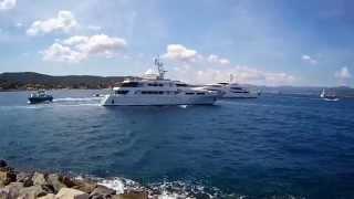 Yacht de luxe au port de St Tropez