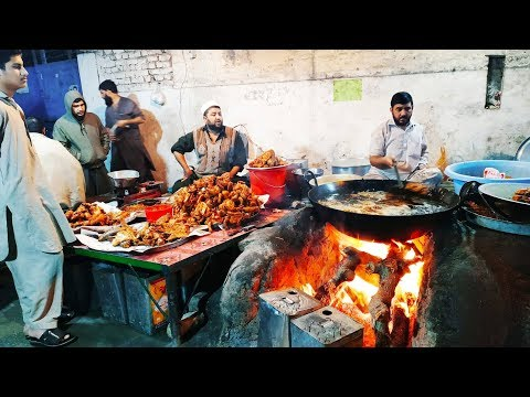 People Are Very Crazy For Chicken & Fish   Very Busy Shop Kohat Road Peshawar  Pakistani Street Food