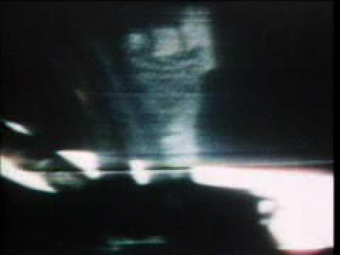 Apolo 12 - Pete Conrad descends the ladder