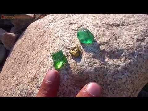 Хризолит можно найти среди камней