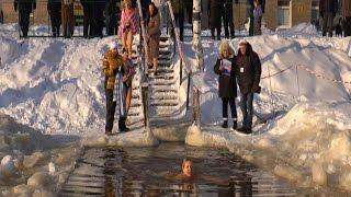 Winter swimming competition kicks off in Central Russia