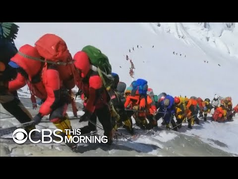 """Climber describes scene in Everest's """"death zone"""" : Traffic jams and corpses"""