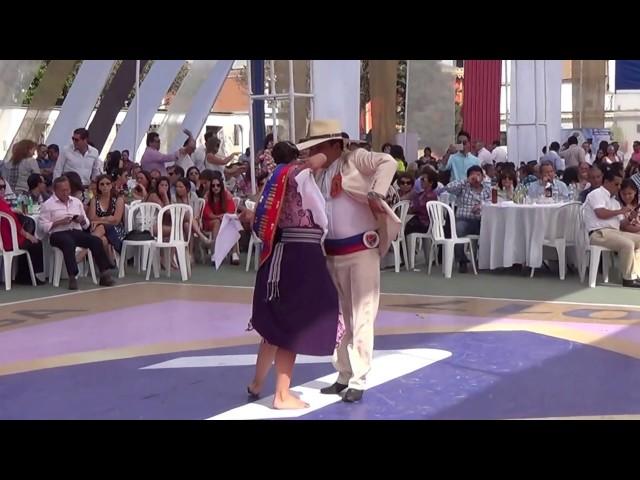 Paula Galdos y Chino Terrones Campeones Mundiales Juvenil y Senior, en Presentación de la Reina
