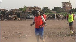 العم محمد السوداني.. 85 عاما ومازال يلعب كرة القدم