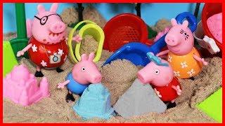 小豬佩奇佩佩豬玩動力沙做城堡和冰淇淋玩具故事