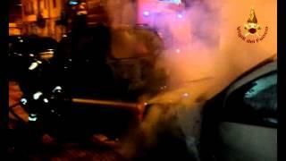 Due auto in fiamme a Crotone
