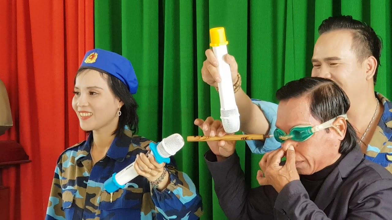 Kỷ lục Gunness Việt Nam hot nhất hiện nay: Vẽ tranh,  thổi bóng, thổi kèn bằng mắt.