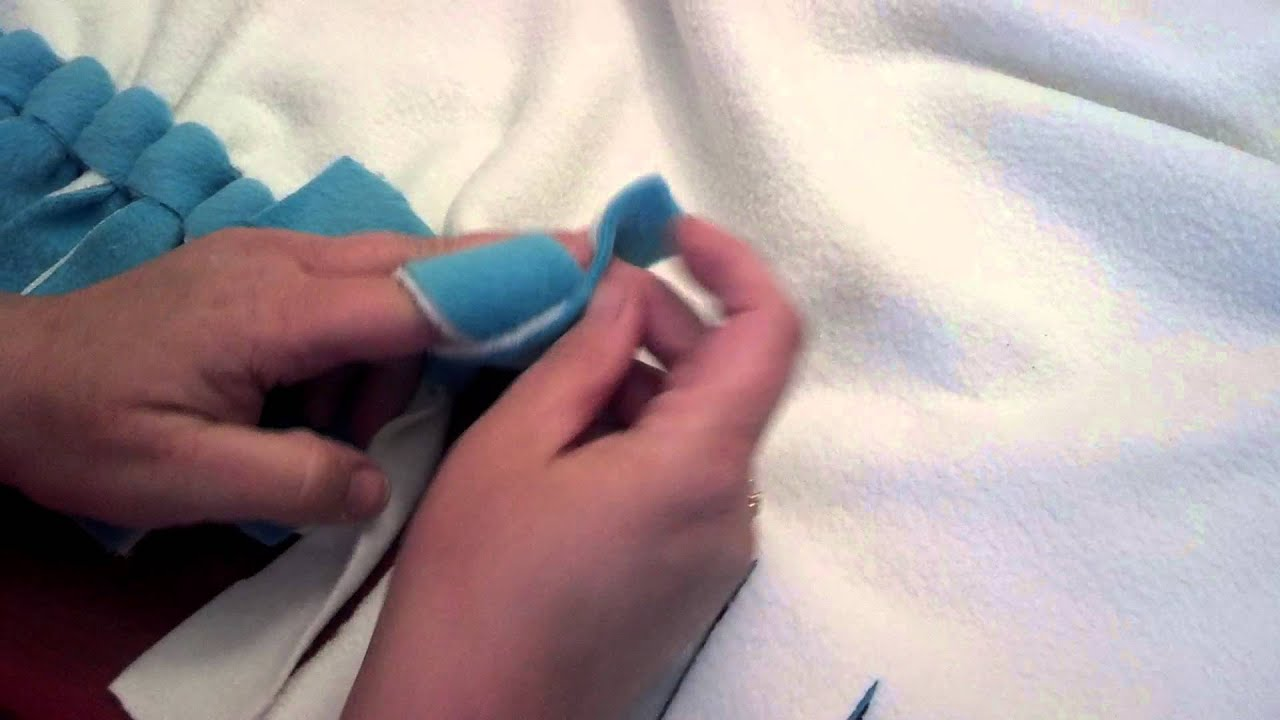 How To Tie A Fancy Knot On Your No Sew Fleece Blankie