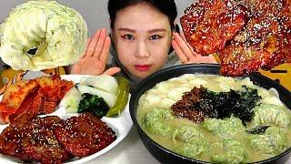 떡만둣국 Rice Cake Soup with Dumplings Tteokgalbi Korean Short Rib Patties 먹방 Mukbang Eating Sound