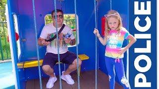 Stacy und Papa haben Spaß im Vergnügungspark