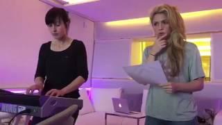 Shakira - Toneladas (Making Of)