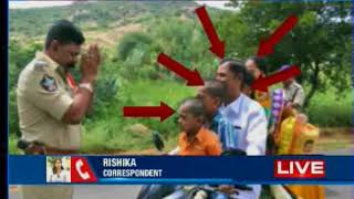 Video Andhra Pradesh cop pleads to man with folded hands to follow traffic rules download MP3, 3GP, MP4, WEBM, AVI, FLV Agustus 2018