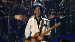 """Prince performs """"Let's Go Crazy"""" at the 2004 Rock & Roll Hall of Fame Induction Ceremony"""