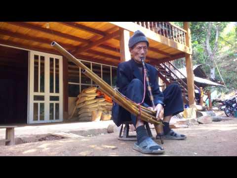 Thổi khèn Hmong Điện Biên